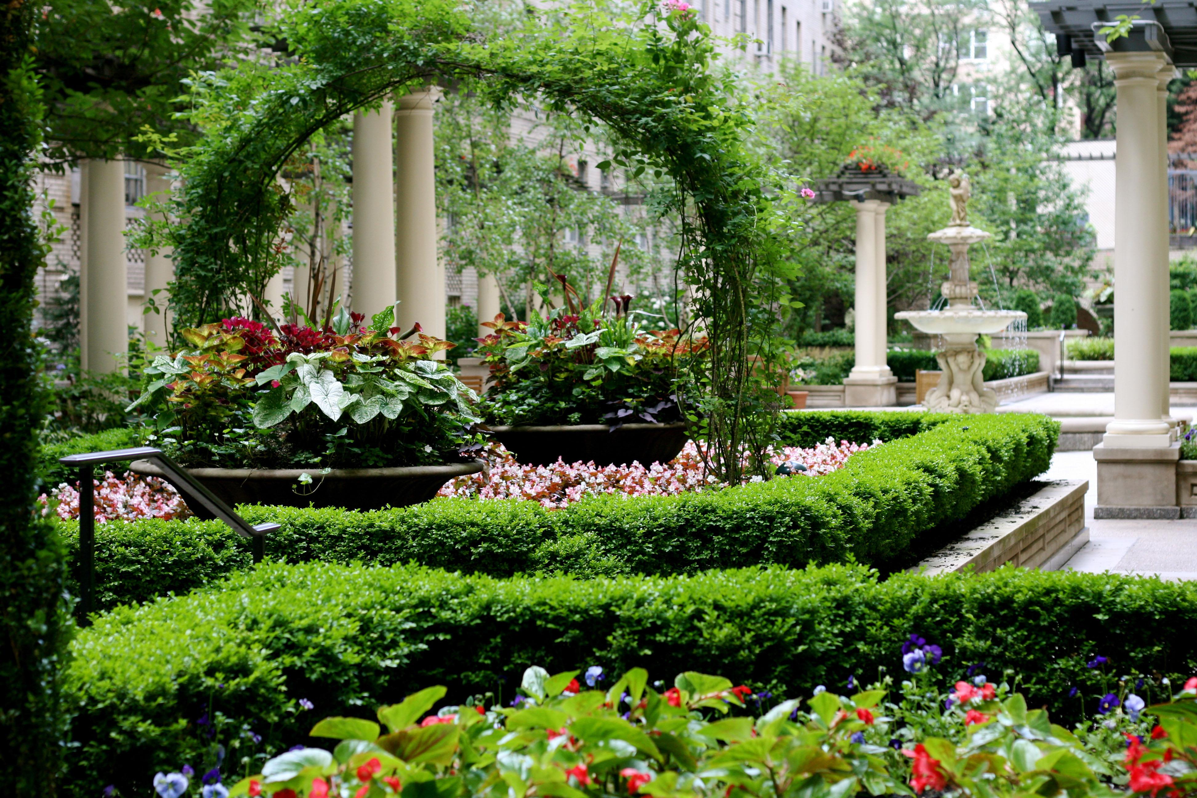 Formal courtyard garden city gardens of ny for City garden designs
